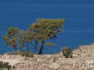 De blauwe zee bij Rhodos