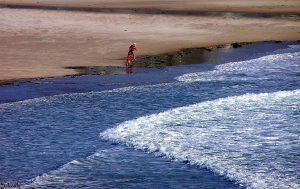 Het strand bij St. Aubin's Bay