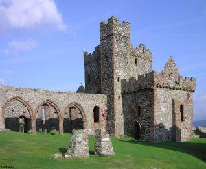 Resten van de kathedraal van Peel Castle