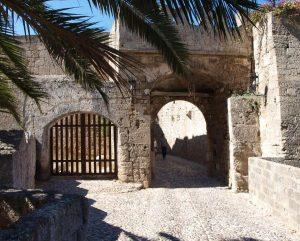 De stadsmuur van Rhodos-Stad