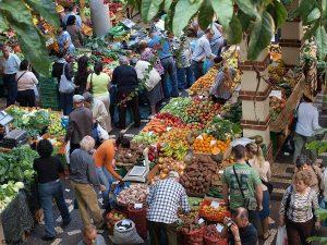 Groente en fruit in de markthal van Funchal