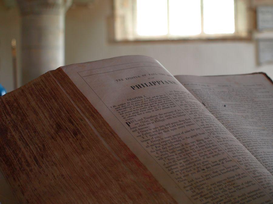 De bijbel van het kerkje