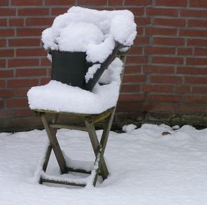 stoel met sneeuw