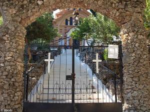 achter de poort/behind the gate