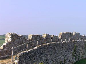 Die Festungsmauer von Carisbrooke Castle