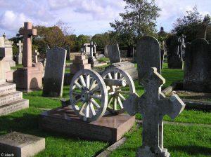 Kanone auf dem Friedhof